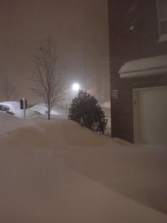 Shelton CT snow 3:00 a.m. EST January 12, 2011
