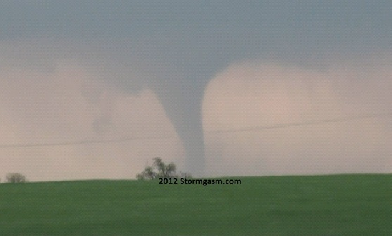 The tornado took on photogenic stovepipe appearance.