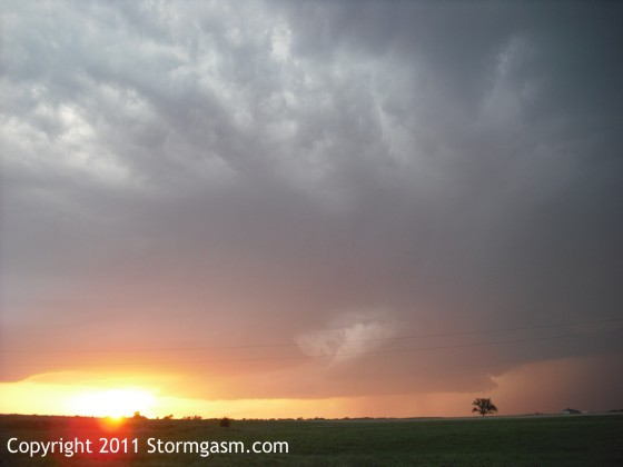 Supercell trying to organize south of Emporia.