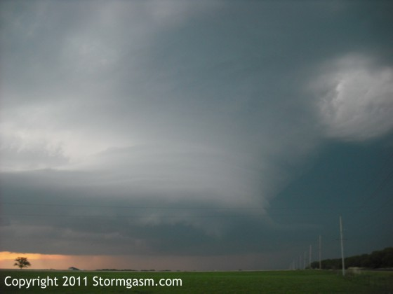 Amazing supercell about 5 minutes before producing the tornado.