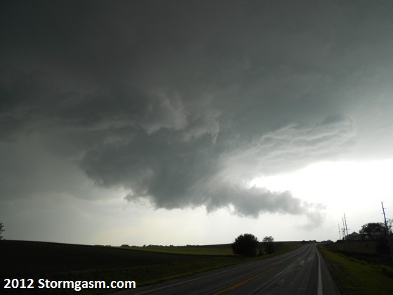 Wall cloud northeast of Seward, Nebraska.