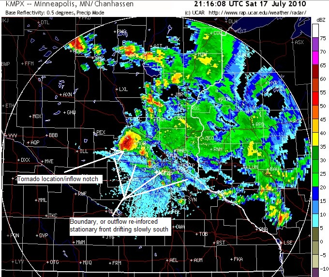 Minneapolis radar valid 21:16 Saturday, July 17 at time of first tornado